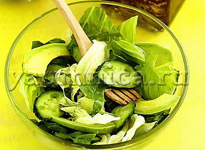 зелёный салат с авокадо