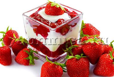десерт из клубники и сливок