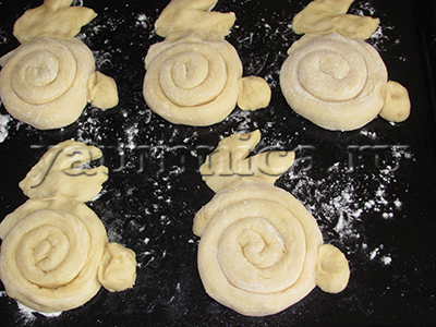 печем дрожжевые булочки