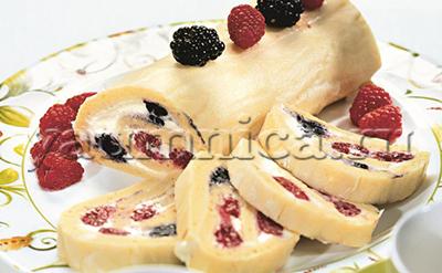 бисквитный рулет с ягодами рецепт