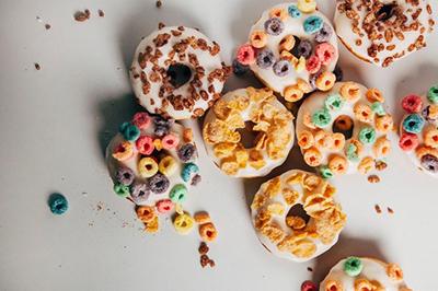 как украсить пончики