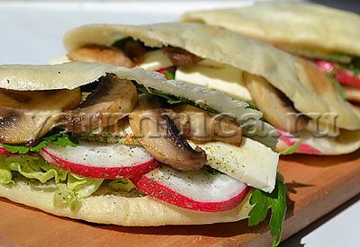 Пита с салатом из овощей, грибов и сыра пошаговый рецепт