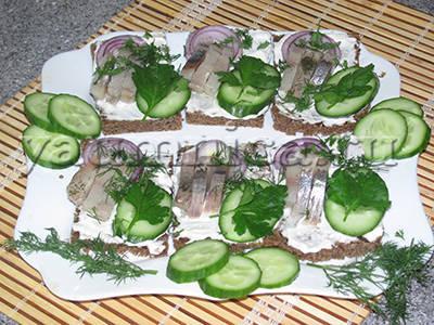 бутерброды с селедкой рецепт