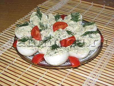Яйца фаршированные шпротами рецепт